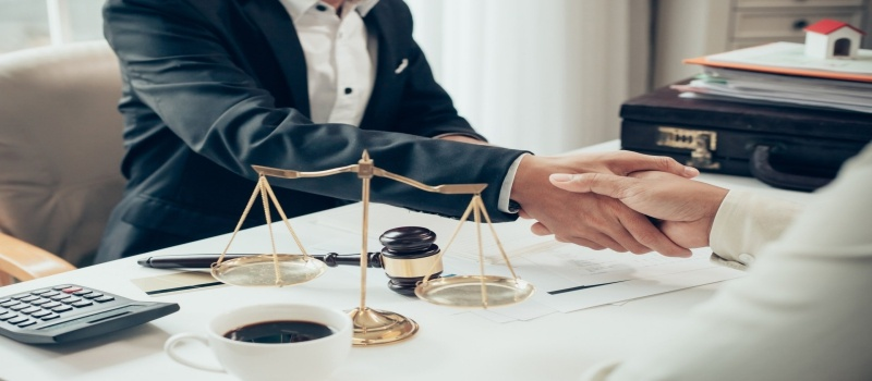 Stay away from legal troubles by hiring a business litigation attorney
